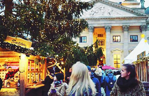 [축제와 축제 사이] <50> 크리스마스 마켓 기사의 사진
