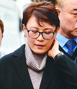 """증인 출석 윤전추, 미리 연습한 듯 """"잘 모른다"""" 일관 기사의 사진"""