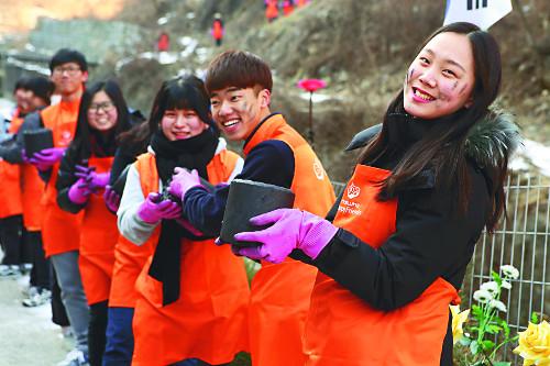 한화해피프렌즈 청소년봉사단, 100만 번째 연탄 배달 기사의 사진