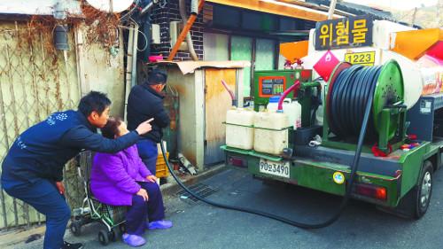밥상공동체·연탄은행 활동 보니… 에너지빈곤층에 쌀·부식·난방유도 지원 기사의 사진