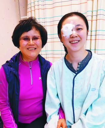 ㈔생명을나누는사람들, 각막이식 수술비 지원 기사의 사진