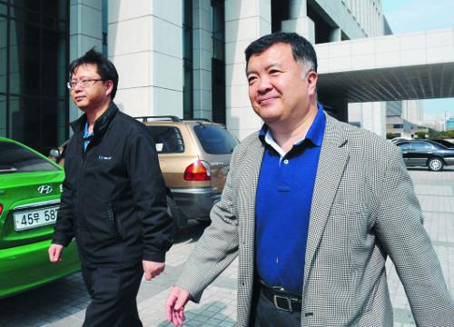 8년 전 盧 신문했던 우병우, 박근혜 다음 타자로 檢소환 거론 기사의 사진