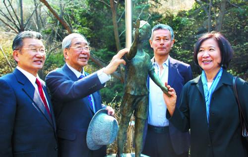 믿음의 8남매 기도… '현수의 나비' 날았다 기사의 사진