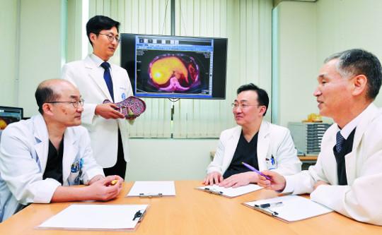 [명의&인의를 찾아서-(108) 한양대학교병원 간암센터] 환자 맞춤형 치료… 신의료기술 연구·개발 선도 기사의 사진