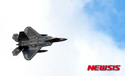 美-러 알래스카 상공 대치…  러 폭격기 美 본토 근접비행 기사의 사진