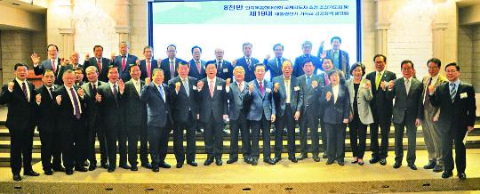 """대선 후보들 """"反사회적 사이비종교 규제"""" 약속 기사의 사진"""