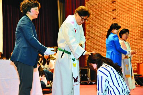 [포토] 배화여대 학생들, 성년의 날 앞두고 281명 세례식 기사의 사진