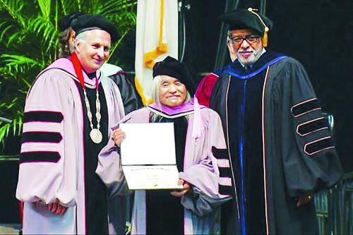 신중현, 美 버클리음대서 명예박사 학위 받아 기사의 사진