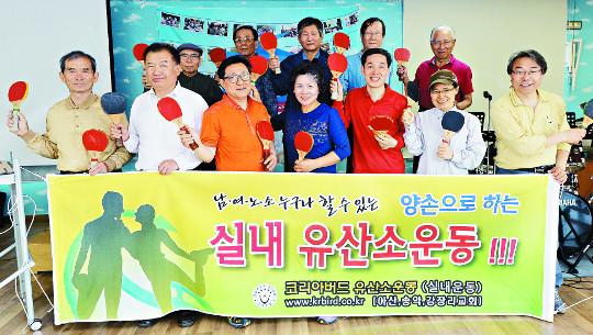 [And 엔터스포츠] 양손으로 '톡톡'… 치매 걱정 '훌훌' 기사의 사진