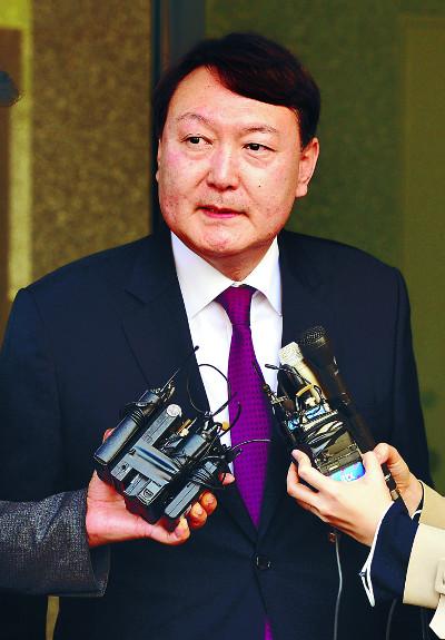 윤석열 중앙지검장은… '국정원 댓글' 수사로 좌천됐다 화려하게 귀환 기사의 사진