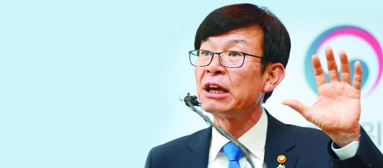 """소통부터 강조한 김상조… """"재벌개혁 패 보일 상황 아냐"""" 기사의 사진"""