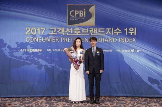 노블리, 소비자가 뽑은 '2017 고객선호브랜드지수 1위' 수상 기사의 사진