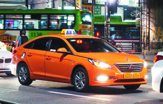 [색과 삶] 서울 택시 기사의 사진