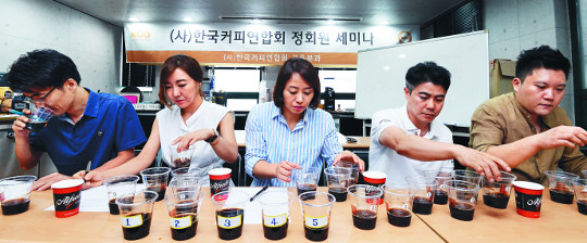 [국민 컨슈머리포트-콜드브루] 스타벅스 '이름값' 전문가도 '엄지척' 기사의 사진