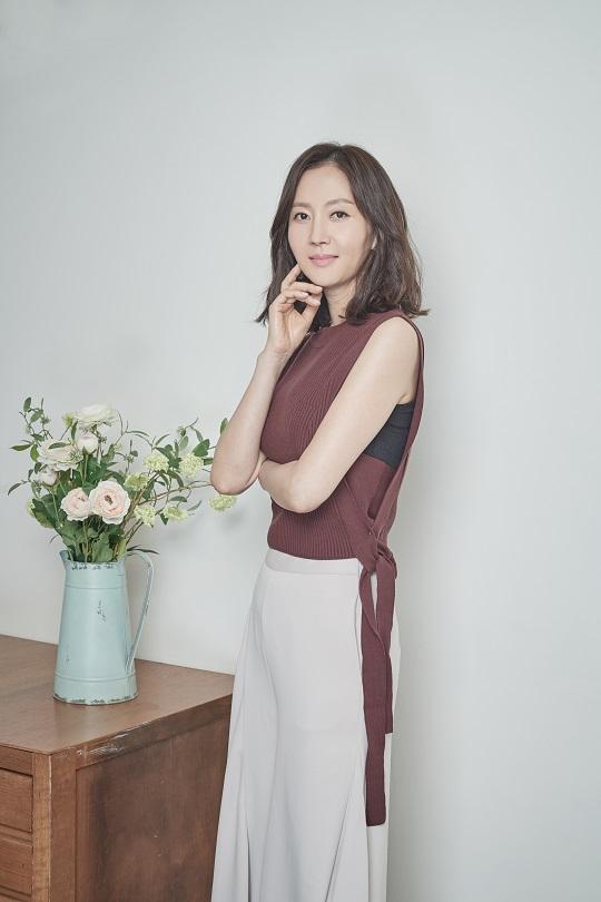 """염정아 """"일하는 게 행복해… 온전히 '나'인 순간"""" [인터뷰] 기사의 사진"""