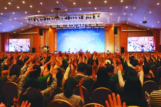[더위 씻는 이색 수련회·봉사 현장] 3代 11명이 함께 수련회… 믿음으로 화목 다져 기사의 사진