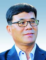 [김선주의 작은 천국] 마당을 쓸면서 기사의 사진