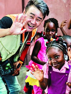 """[나와 예수-이광기] """"아이들과 행복 나눌 생각에 지칠 겨를 없어요"""" 기사의 사진"""