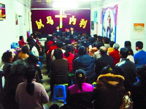 中 교회, 십자가 숨기고 예배 모임 쪼개고 기사의 사진