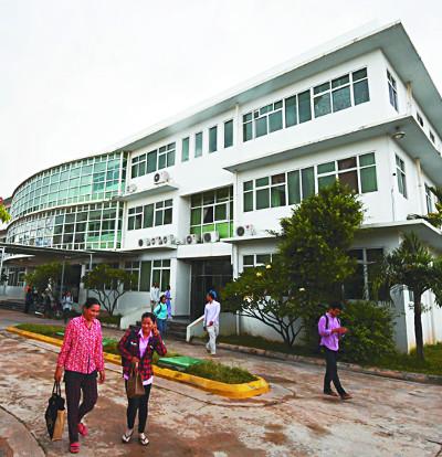 """복음 전하는 헤브론병원 스튜디오 """"캄보디아로 사진 선교 오세요"""" 기사의 사진"""