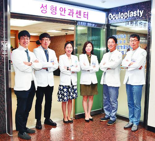 [명의&인의를 찾아서-(128) 김안과병원 성형안과센터] 초정밀 '안성형'… 세계 최고 수준 기술 보유 기사의 사진
