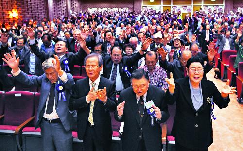 """[포토] 원로목사 1000여명 """"교회 위한 기도가 이기적이었습니다"""" 기사의 사진"""