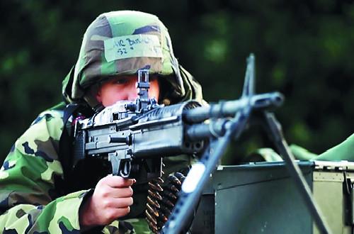 [단독] 동원예비군은 전쟁 총알받이?… 2명 중 1명 총·헬멧 지급 안돼 기사의 사진