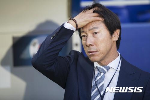 한국축구 망신살… 中에 FIFA 랭킹 처음 뒤질 듯 기사의 사진