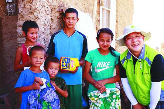 [기아대책·국민일보 공동 캠페인 '회복'] 쓰레기 뒤덮인 마을에 희망의 꽃 피웠습니다 기사의 사진