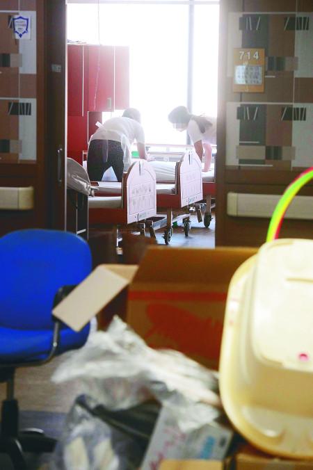 [책과 길] 환자 병명도 모른 채… 아찔한 병실 청소 기사의 사진