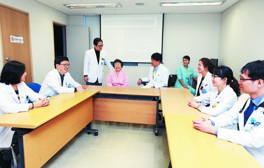[명의&인의를 찾아서-(134) 순천향대서울병원 감염합병증 다학제팀] 협진으로 척추감염 치료 기사의 사진