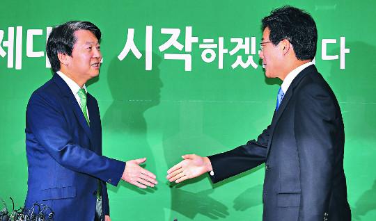 安·劉'중도통합' 손 내밀었지만 속내는 '아생살타' 기사의 사진