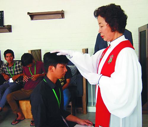 캄보디아 목공 훈련생 21명에 세례 기사의 사진