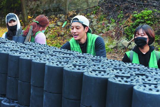 """[다 함께, 따뜻한 대한민국 만듭시다] 세븐 """"팬들과 함께 뜻 깊은 일 동참해 행복"""" 기사의 사진"""