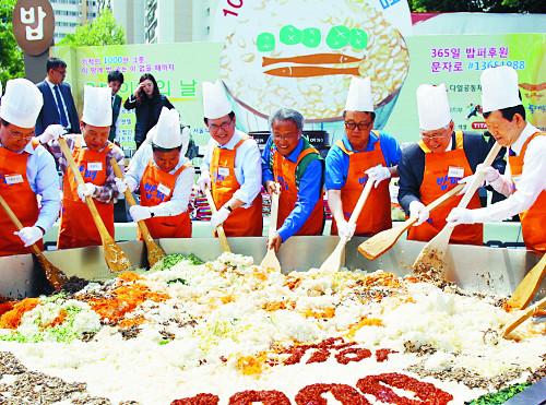 [역경의 열매] 최일도 <1> 소외 이웃에 29년째 식사 제공… 1000만 그릇 넘어서 기사의 사진