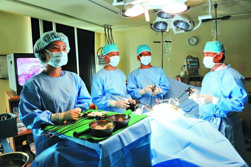 [명의&인의를 찾아서-(138) 대장항문질환 전문 대항병원] 조기대장암 '내시경 이용 제거' 국내 최다 시술 기사의 사진