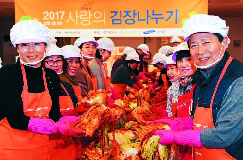 예수사랑교회 '사랑의 김장 나누기' … 200상자 전달 기사의 사진