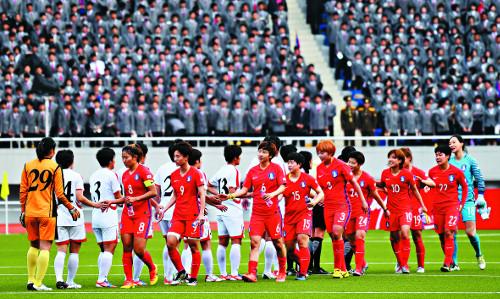 [즐감 스포츠] 다시  만나는  남북  여자축구 기사의 사진
