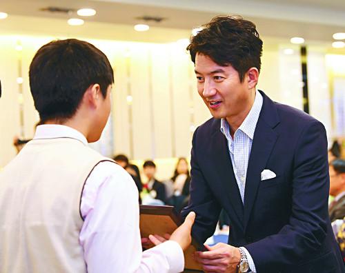 배우 정준호, 8년째 '사랑의 보일러 나눔'으로 온기 전해 기사의 사진
