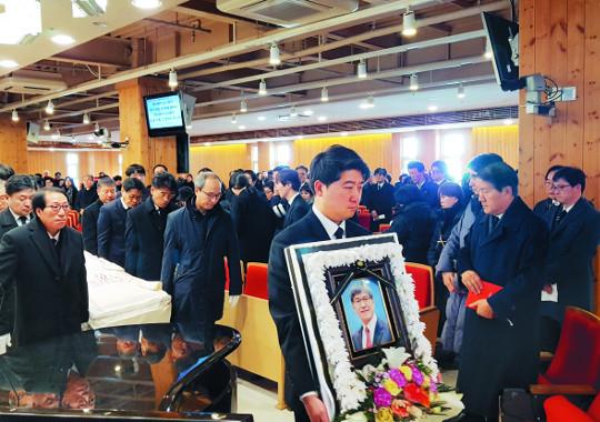 아프간 피랍의 아픔, 섬김으로 승화하고… 유경식 목사 별세 기사의 사진