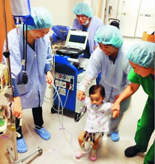 소아 인공심장 이식수술 국내 첫 성공 기사의 사진