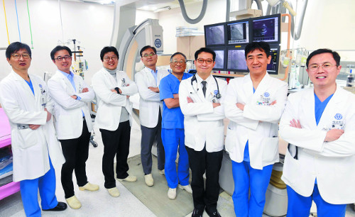 [명의&인의를 찾아서-(140) 강남세브란스병원 심장혈관센터] 수술 않고 내과적 치료 '선도' 기사의 사진