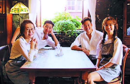 장소·알바·메뉴 바꾼 '윤식당 2' 대박 기사의 사진