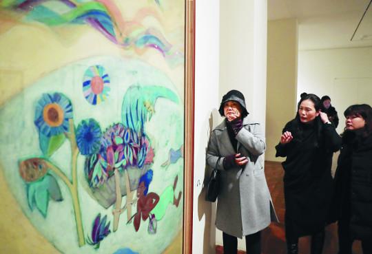 [포토] 김정숙 여사, '신여성 도착하다' 전시회 관람 기사의 사진