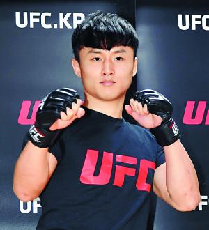 UFC '슈퍼 보이' 최두호 13개월 만의 복귀전 TKO패 기사의 사진