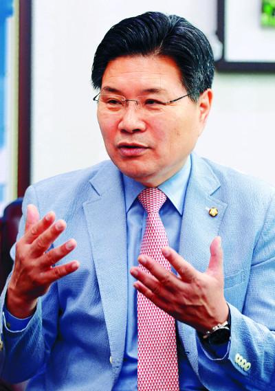 친박 홍문종 수억 뒷돈 의혹…  檢, 경민학원 전격 압수수색 기사의 사진