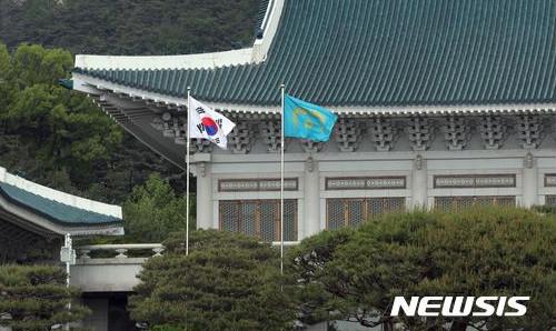"""靑 """"부동산 대책 일기 쓰듯 발표 안한다"""" 기사의 사진"""