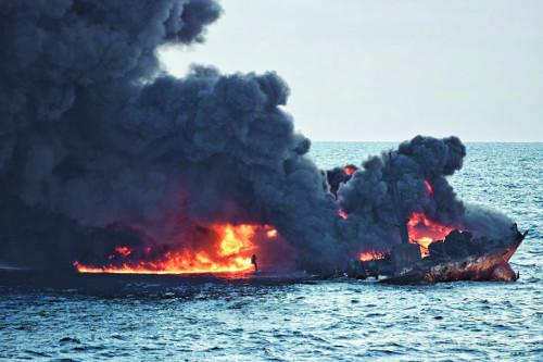 [포토] 이란 유조선 '산치호' 결국 침몰… 최악의 해양오염 우려 기사의 사진