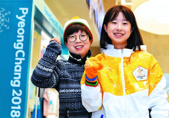 서울올림픽 자원봉사 탈락 30년만에… 딸과 함께 '평창 봉사' 기사의 사진