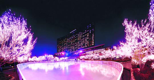 '겨울 낭만'을 찾아 도심 호텔로!… 서울 시내 호텔 '아이스링크 패키지' 인기 기사의 사진